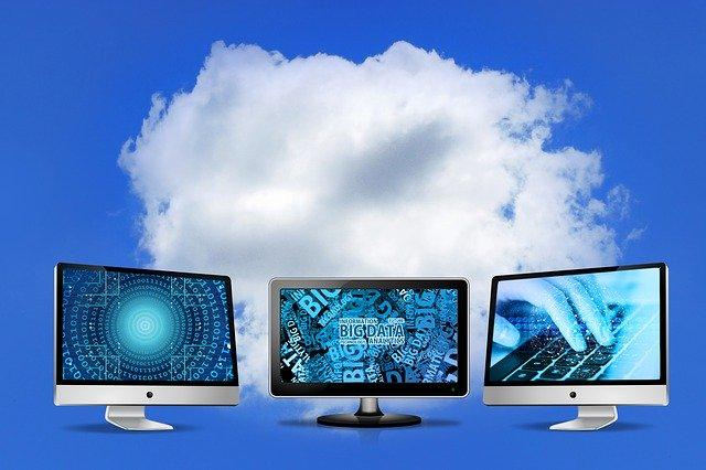 monitory pod mrakem.jpg