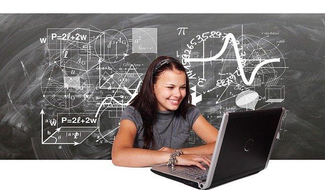 Dívka, příklady, počítač